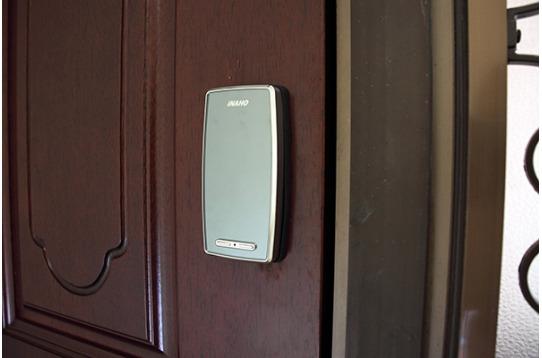 入り口は暗証番号式のオートロック