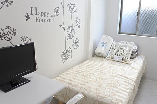 TV、ベッド、寝具、エアコン、デスクセット備え付け