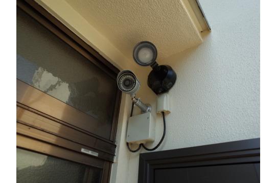 外部3か所に、防犯カメラ&センサーライト