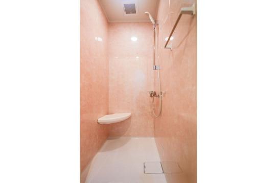 シャワールームが1室あります。