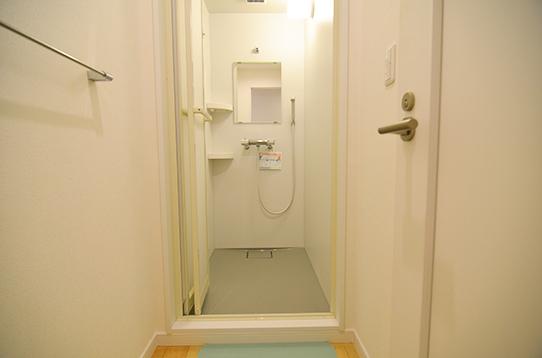 広々としたシャワールーム