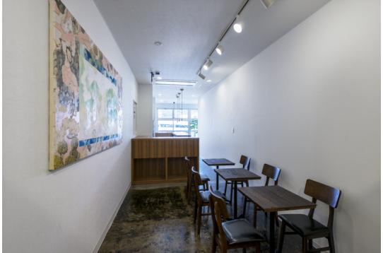3階の通路奥にはカフェスペースを設置