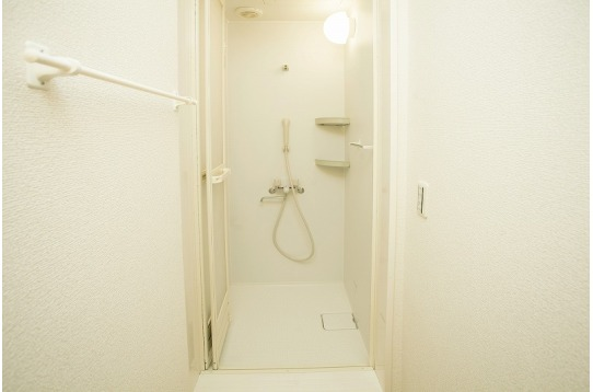 お風呂とは別にシャワールーム完備