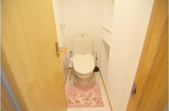 お手洗いは1階と2階に一箇所ずつ
