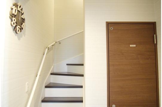 明るい階段で2階へ♪
