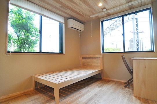 個室には窓が二面ついてます