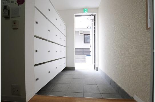 広々とした開放感溢れる玄関