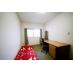 個室C:ベッド、机と椅子、ドレッサー