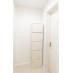 シャワールームには各自の収納棚もあります
