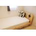 個室のベッドも落ち着いた雰囲気のものを選びました。